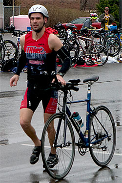 A participant in the Epsilon Pi Alpha hosted triathlon jogs his bike along the course. (Photo by Hanna Schutte '11)